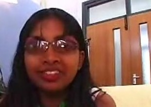 Dull Indian Girl Gives Very Slow Blowjob